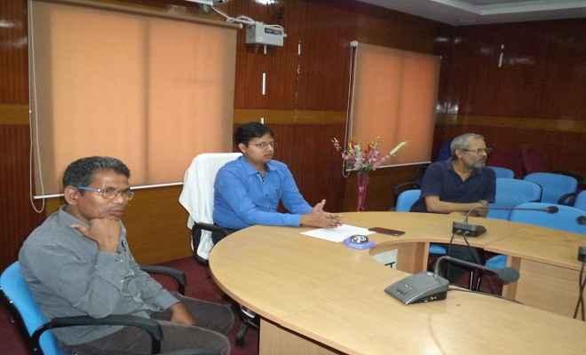 मधुपुर नगर परिषद एवं देवघर उप-चुनाव, 2018 को लेकर समाहरणालय सभागार में हुई बैठक