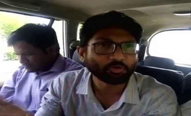 जयपुर एयरपोर्ट पर जिग्नेश मेवाणी को लिया हिरासत में, ट्वीट कर दी जानकारी