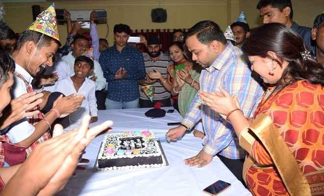 ललित दास ने 'विशेष बच्चों' के साथ अपना जन्मदिन मनाया