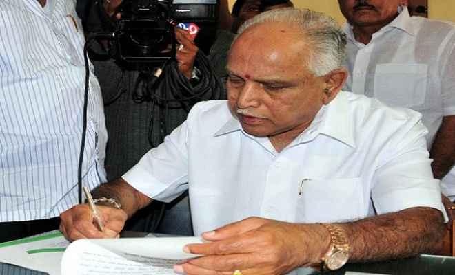 कर्नाटक चुनाव : येदियुरप्पा ने भरा नामांकन