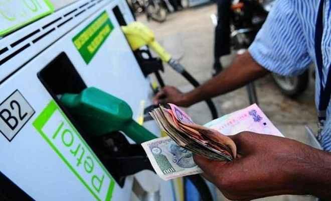 दिल्ली में 4 महीने में 4 रुपए प्रति लीटर महंगा हुआ पेट्रोल
