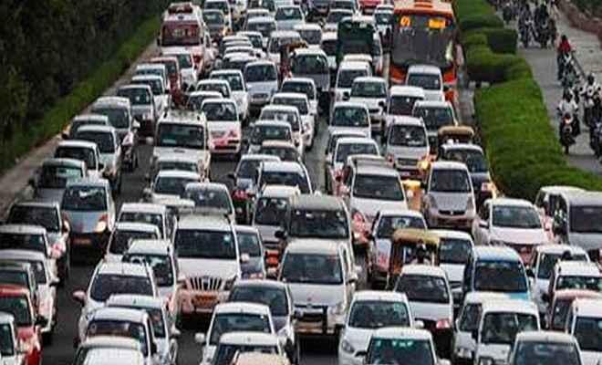 डीजल कारों की कीमतों में होंगी बढ़ोत्तरी, सरकार दो फीसदी तक बढ़ा सकती है टैक्स