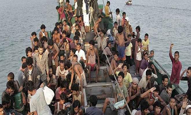 समुद्र में नौ दिनों तक फंसे रहे 76 रोहिंग्या शरणार्थी, मलेशिया जाने का कर रहे थे कोशिश