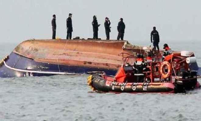 चीन: ड्रैगन नौका दौड़ के दौरान नाव पलटने से 17 लोगों की हुई मौत