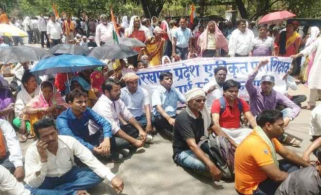 पारा शिक्षकों ने समझौता पत्र मिलने के बाद स्थगित किया आंदोलन