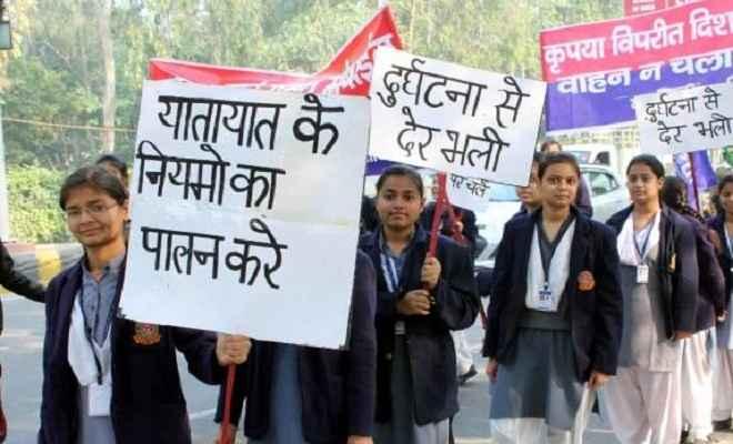 स्कूली बच्चों ने निकाली यातायात जागरूकता रैली