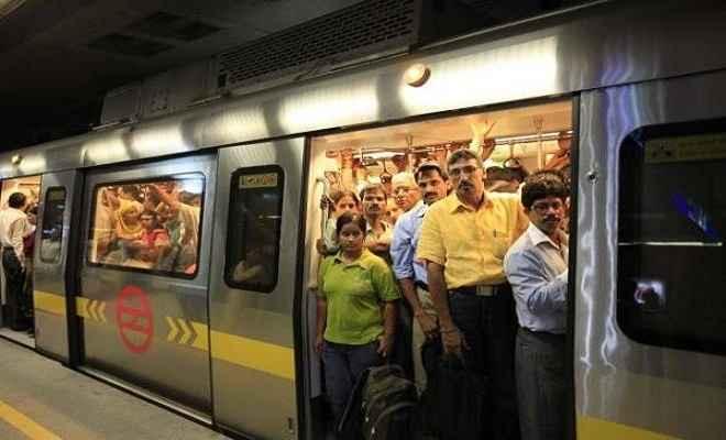 दिल्ली मेट्रो पार्किंग में वाहन खड़ा करना अब हुआ महंगा