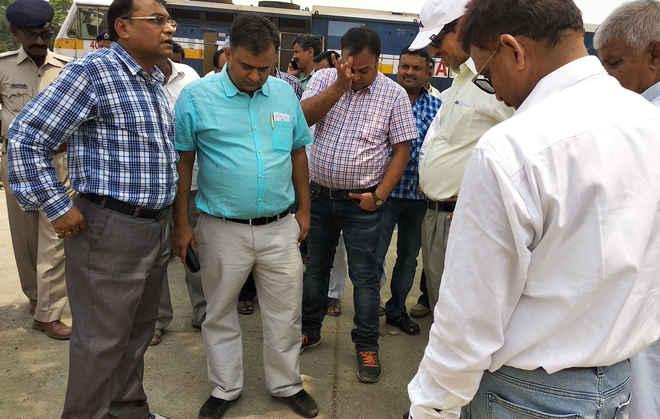 डीआरएम ने किया निरीक्षण, जैसे-जैसे बढ़ेगी आय, होगा रामगढ़वा स्टेशन का विकास- आरके जैन
