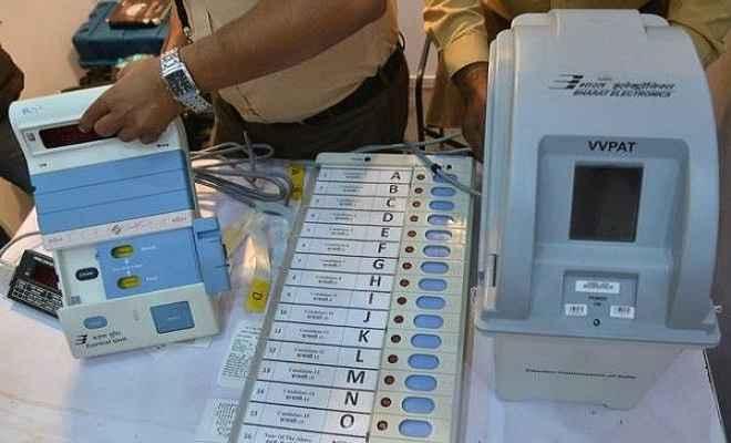 कर्नाटक चुनाव से पहले लॉन्च हुआ ईवीएम का नया मॉडल, नहीं हो सकेगी छेड़छाड़