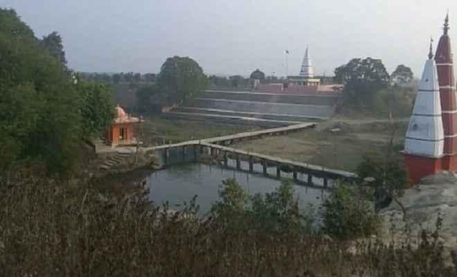 सतबहिनी झरना तीर्थ के सर्वांगीण विकास के लिए मीना देवी ने उपायुक्त को सौंपा मांग पत्र