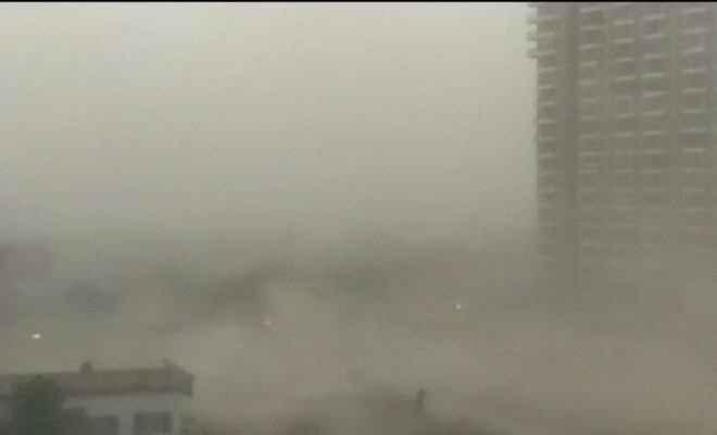 दिल्ली-एनसीआर में मौसम ने ली करवट, 40 से अधिक फ्लाइट्स को किया गया डायवर्ट