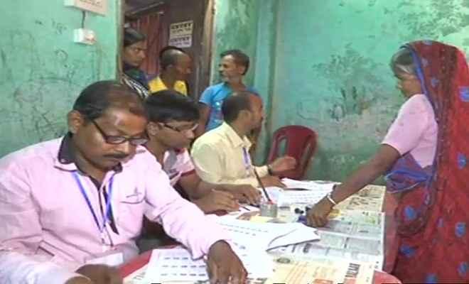 कड़ी सुरक्षा के बीच पश्चिम बंगाल में पंचायत चुनाव आज, मतदान शुरू