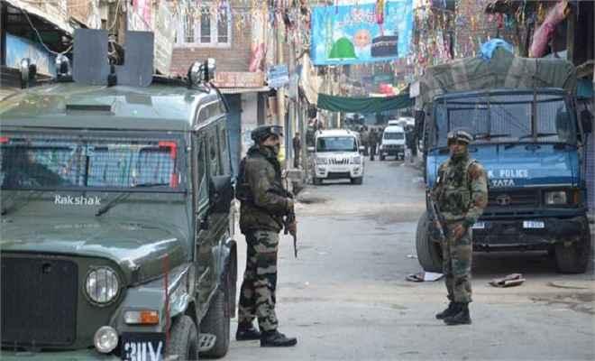 बिजबिहाड़ा में पुलिस की गाड़ी पर आतंकी हमला, 1 पुलिसकर्मी शहीद, 1 घायल