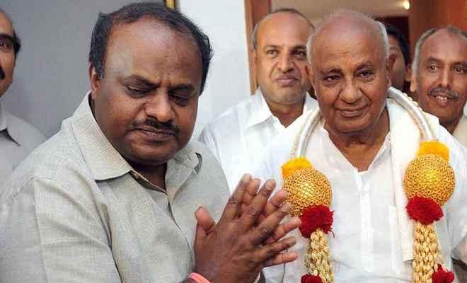 राज्यपाल से मिलने पहुंचे कुमारस्वामी, 21 मई को लेंगे कर्नाटक के मुख्यमंत्री पद की शपथ