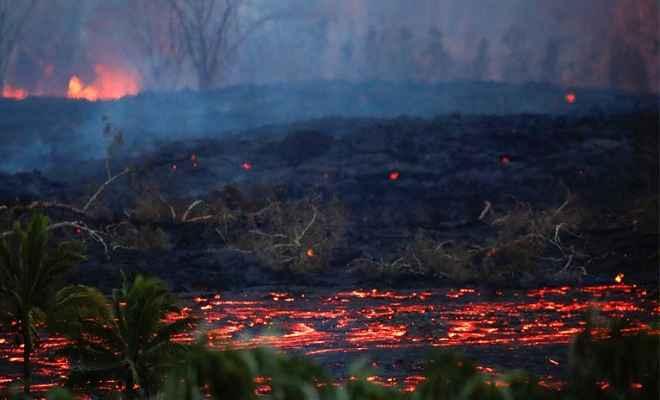समुद्र की ओर बढ़ रहा है हवाई ज्वालामुखी में निकला लावा