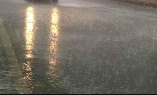 राज्य के कई जिलों में तेज आंधी के साथ बारिश
