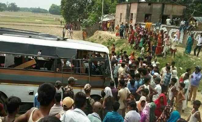 भीषण सड़क दुर्घटना में चार यात्रियों की मौत, दर्जनों घायल