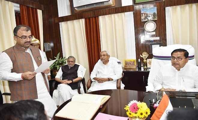 स्वास्थ्य मंत्री मंगल पांडेय ने विधान परिषद के सदस्यता की शपथ ली