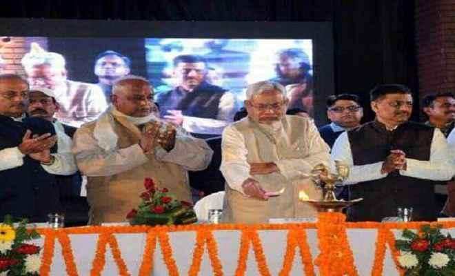मु्ख्यमंत्री नीतीश कुमार ने किया बगहा में थारू महोत्सव का उद्घाटन