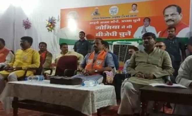 झारखंड उपचुनाव: मुख्यमंत्री ने की पार्टी कार्यकर्ताओं के साथ बैठक कर किया सीट जीतने का दावा