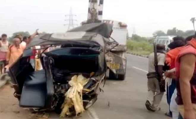 ट्रक-टेंपो की टक्कर, 6 लोग घायल