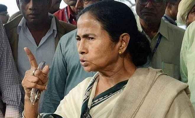 कुमारस्वामी के शपथ ग्रहण में भड़की ''दीदी'', पुलिस अफसर की लगाई क्लास