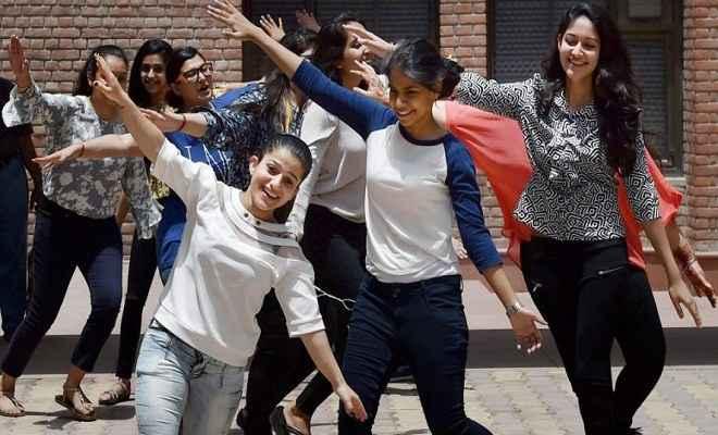 सीबीएसई 12वीं के नतीजे घोषित : गाजियाबाद की मेघना श्रीवास्तव ने किया टॉप