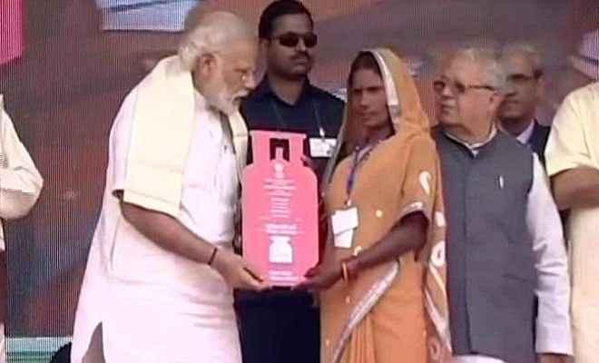 उज्ज्वला योजना : जितना काम 70 साल में नहीं हुआ हमने 4 साल में कर दिया: प्रधानमंत्री मोदी