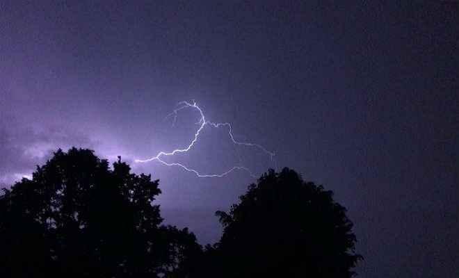 यूपी-बिहार और झारखंड में तूफान से 33 की मौत, कई इलाकों में भारी तबाही