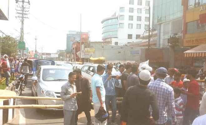 रांची में जलसंकट के खिलाफ आंदोलित हुए लोग, रतन टॉकीज चौक के पास सड़क को किया जाम