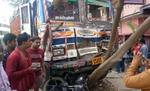 ट्रक अचानक ब्रेक फेल, चपेट में आने से पांच लोग घायल