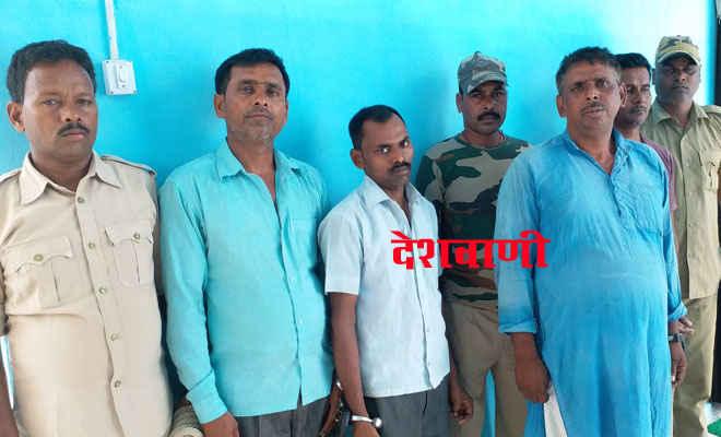मोतिहारी कलेक्ट्रेट के बाद एसबीआई चिरैया शाखा में भी शराब पीने के आरोप में बैंककर्मी सहित चार गिरफ्तार