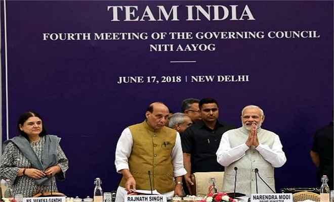 चार  मुख्यमंत्री ने मोदी के सामने उठाया केजरीवाल का मुद्दा, ममता बोली-प्रधानमंत्री सुलझाएं मामला