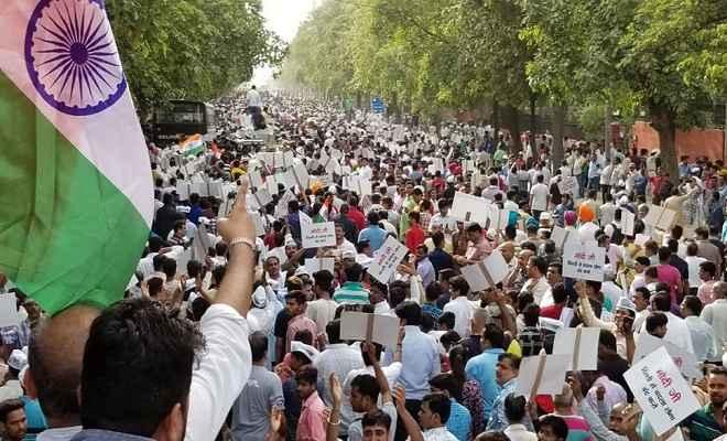 प्रधानमंत्री आवास का घेराव करने के लिए संसद मार्ग पहुंचा आम आदमी पार्टी का मार्च