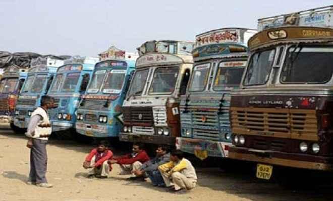 डीजल के बढ़ते दामों के विरोध में आज से हड़ताल पर ट्रांसपोर्टर्स