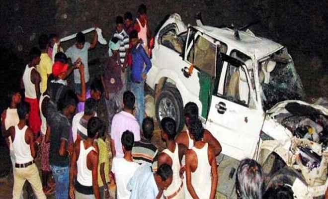 वैशाली में ट्रक और ऑल्टो कार की भीषण टक्कर, एक ही परिवार के बच्चा समेत तीन लोगों की मौत