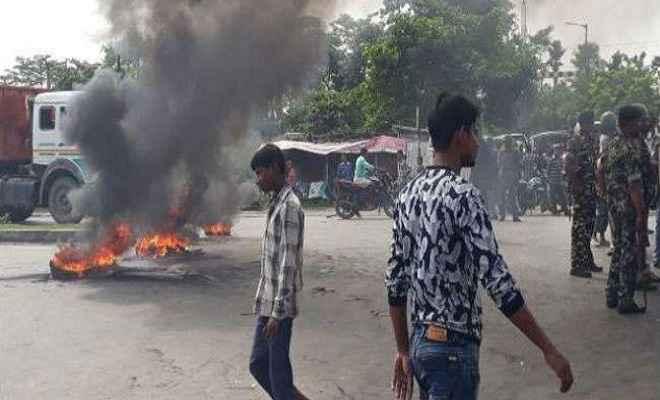 किशनगंज : धर्मस्थल में तोड़फोड़ से तनाव, सड़क पर उतरे लोग
