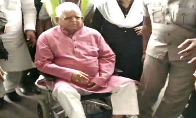 लालू प्रसाद इलाज के लिए मुंबई रवाना, बेटी मीसा और बेटा तेजप्रताप भी साथ में
