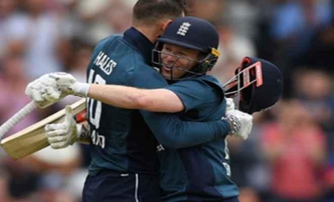 इंग्लैंड ने रचा इतिहास, ऑस्ट्रेलिया को 242 रनों से हराया