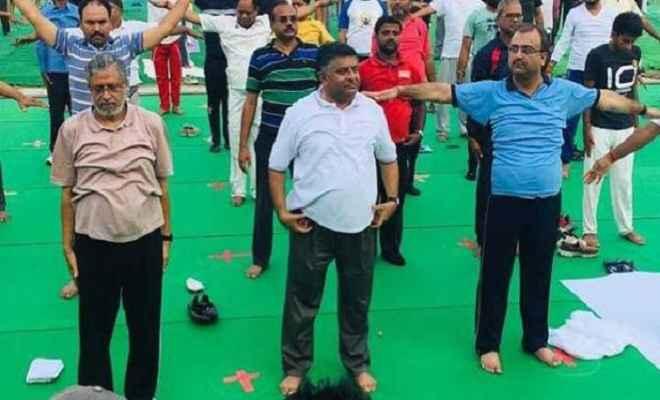अंतरराष्ट्रीय योग दिवस: पटना में रविशंकर प्रसाद और रामकृपाल यादव सहित सुशील कुमार मोदी ने किया योग