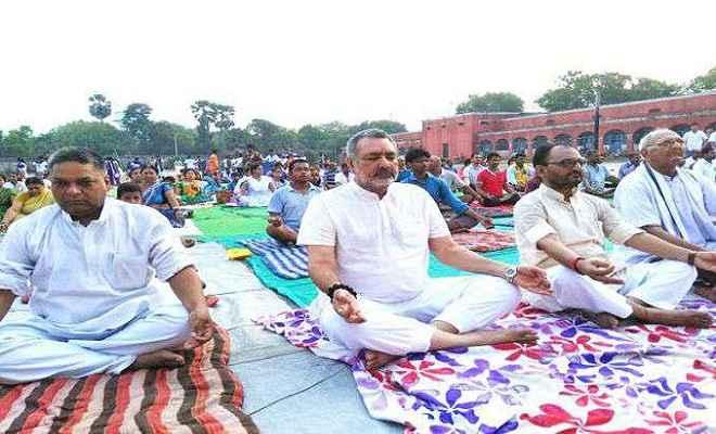 योग को जन-जन तक पहुंचाने के लिए गिरिराज सिंह ने दिया बाबा रामदेव को धन्यवाद
