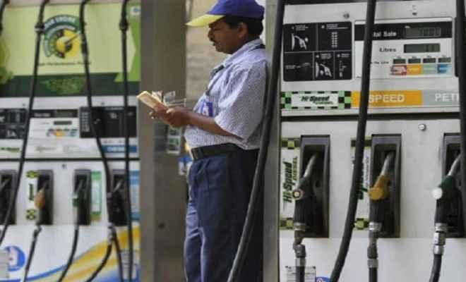 आम जनता को मिली राहत, पैट्रोल की कीमतों में आज फिर कटौती