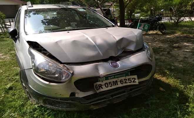 मोतिहारी में पुलिस जीप व कार में टक्कर