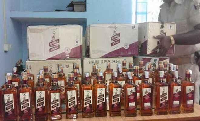 उत्पाद विभाग की टीम ने जब्त की 201 कार्टन नेपाली शराब
