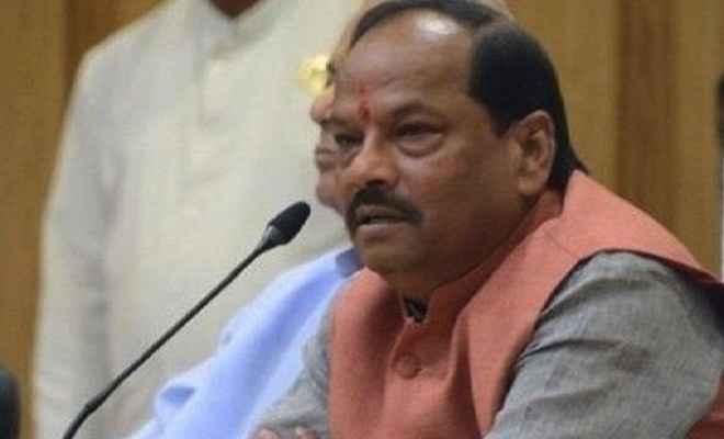 मुख्यमंत्री रघुवर दास ने अधिकारियों के साथ की बैठक, कहा- स्वरोजगार के लिए नहीं होगी फंड की कमी