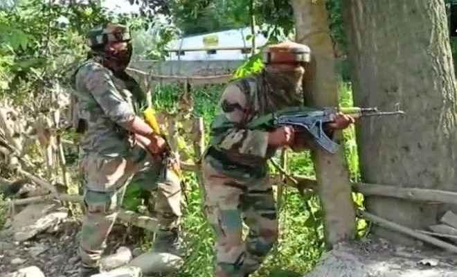 आर्मी पेट्रोल पार्टी पर हमला, मुठभेड़ में लश्कर-ए-तैयबा के दो आतंकवादी ढेर, एक ने किया सरेंडर
