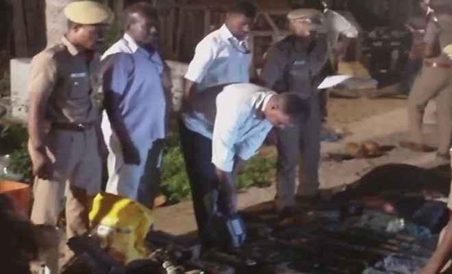 तमिलनाडु में घर की खुदाई में निकले 22 बक्से हथियार, जांच में जुटी पुलिस