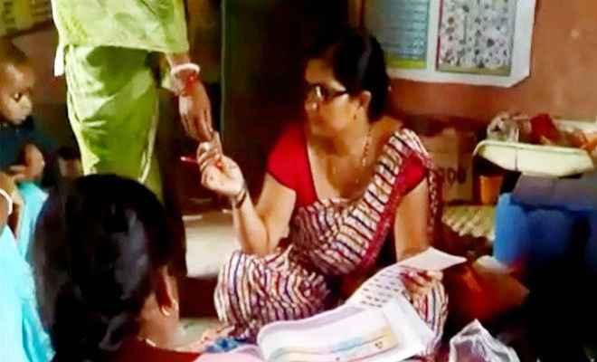 बच्चे को टीका लगाने के लिए उगाही कर रही एएनएम