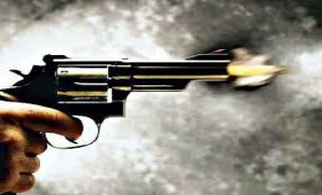 औरंगाबाद में अपराधियों ने गाड़ी रुकवा कर मारी गोली, ग्रामीणों ने खदेड़कर अपराधी को पकड़ा
