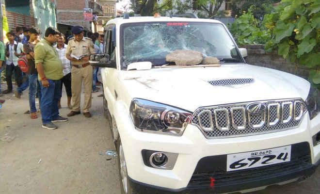 मोतिहारी में मुखिया की गाड़ी को किया क्षतिग्रस्त, तीन लाख रुपये लूटने का भी आरोप